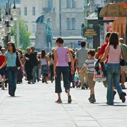 utca forgalom gyalogosok